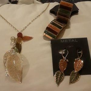 Jewelry set. NEW